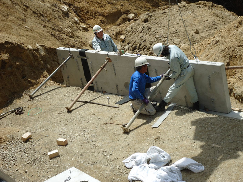 コンクリートパネル仕様の施工手順2 1段目 コンクリートパネル着付