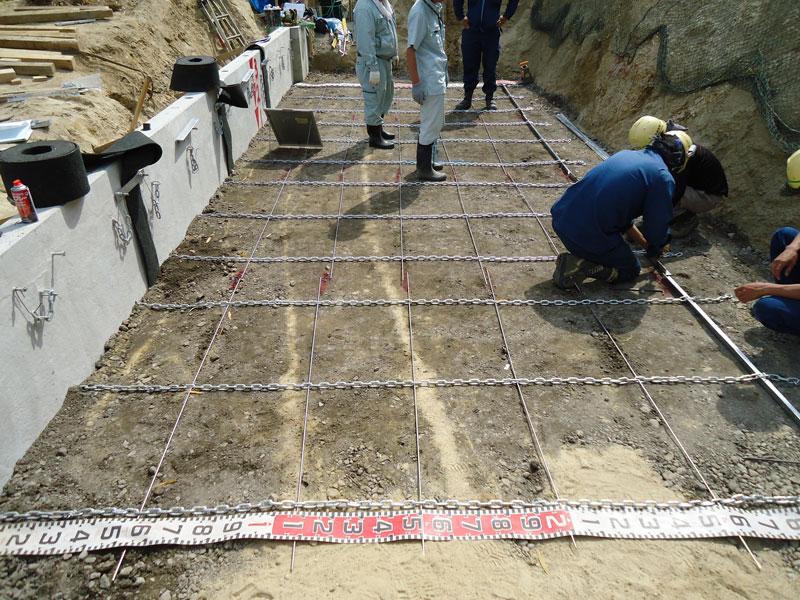 コンクリートパネル仕様の施工手順4 1段目 チェーンマット取付