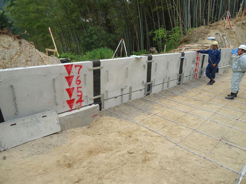 コンクリートパネル仕様の施工手順6 2段目 チェーンマット取付